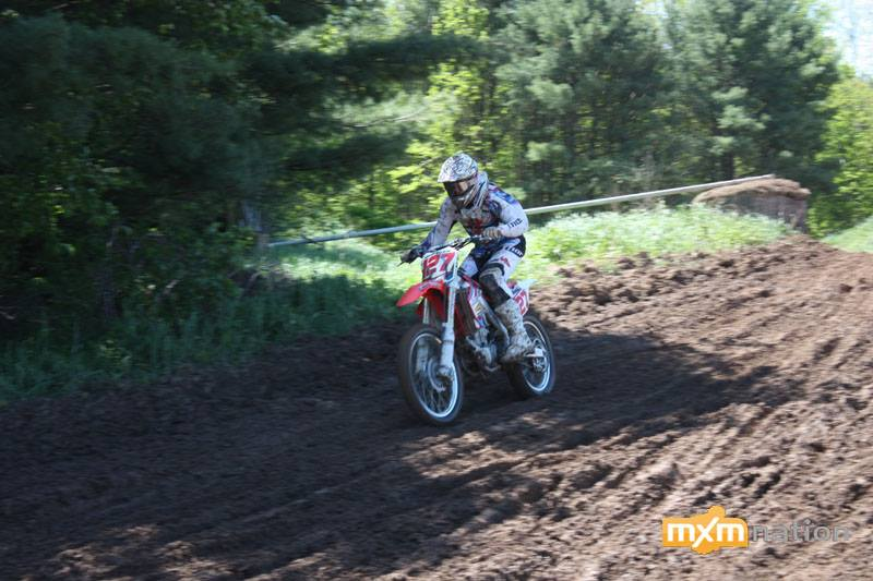 Mike Bles #127 (relation to Nathan bles #26?) was a strong competitor all day long. He ran up front most of his motos.